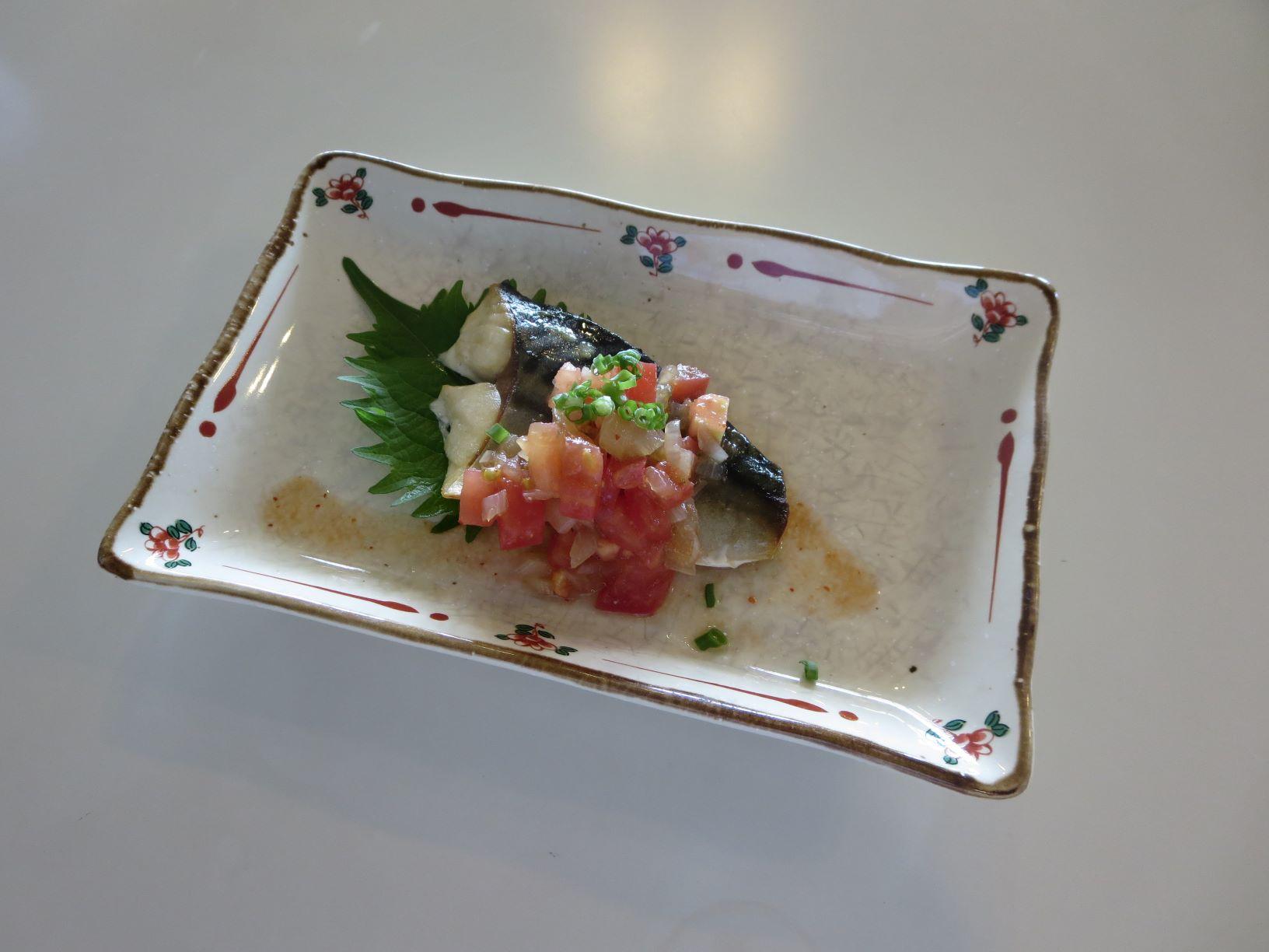 鯖の和風トマトソースがけ